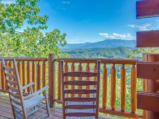 CRAZY SUMMER SPECIAL from $119!!! Luxurious Cabin w/ Stunning Views. Sleeps 4 - Pigeon Forge vacation rentals