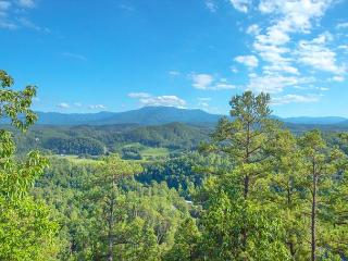 CRAZY SPRING SPECIAL from $119!!! Luxurious Cabin w/ Stunning Views. Sleeps 4 - Pigeon Forge vacation rentals