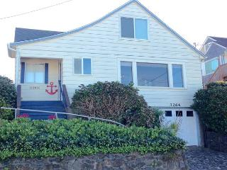 215 ANCHOR STREET INN - Historic home with amazing view & easy beach access! - Lincoln City vacation rentals