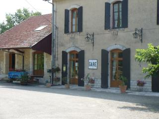Nice 4 bedroom Bed and Breakfast in Gondrin with Internet Access - Gondrin vacation rentals