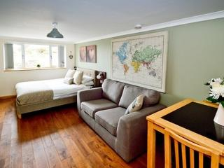 Romantic Apartment with Satellite Or Cable TV and Television in Aberdeen - Aberdeen vacation rentals
