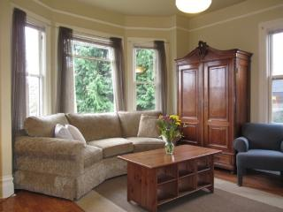Victorian Cottage 2 Miles to Downtown Seattle - Seattle vacation rentals