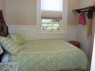2 bedroom Condo with Internet Access in Monument Beach - Monument Beach vacation rentals