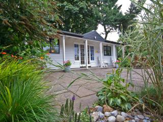 Romantic 1 bedroom Cottage in Wroxham with Deck - Wroxham vacation rentals
