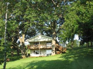 Nice House with Deck and Water Views - Ellston vacation rentals