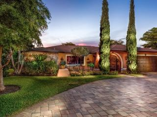 Naples - Palm River Estates / Lovely Pool Home - Naples vacation rentals