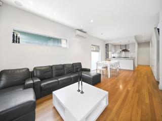 Lovely 3 bedroom House in Rose Bay - Rose Bay vacation rentals