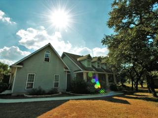 Cheerful home, spacious lot, Boerne, Hill Country - Boerne vacation rentals