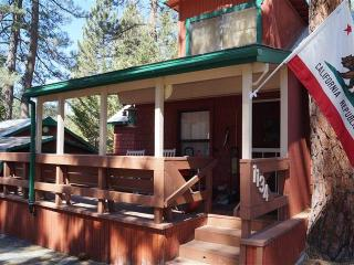 Cozy Cabin with Deck and Microwave - Fawnskin vacation rentals