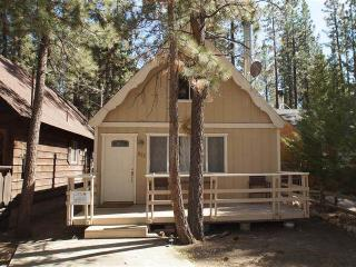 Cozy 2 bedroom Cabin in Big Bear City with Microwave - Big Bear City vacation rentals