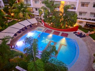 PH with private terrace & jacuzzi, ideal for 6 - Playa del Carmen vacation rentals