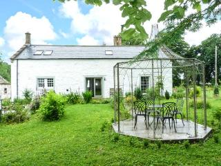 THE OLD COACH HOUSE, en-suite, private garden, pet-friendly, in Moniaive, Ref 14027 - Moniaive vacation rentals