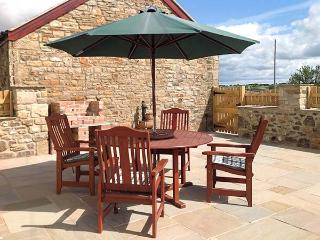FERN COTTAGE, luxury barn conversion, single-storey, multi-fuel stove, WiFi, child-friendly, Butterknowle, Ref. 920251 - Ramshaw vacation rentals