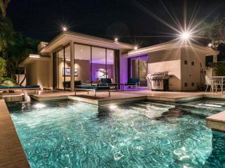 Historic Elrod Villa: Midcentury Modern Glamour - Palm Springs vacation rentals
