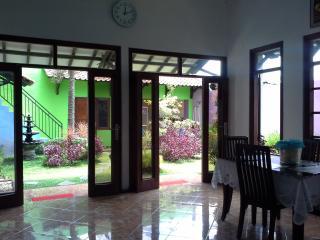 Bright 6 bedroom Kasihan Guest house with Internet Access - Kasihan vacation rentals