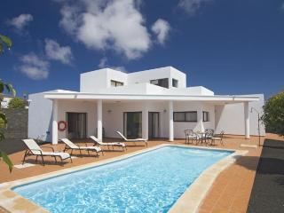 Playa Blanca 3 bedrooms villa winter heated pool - Playa Blanca vacation rentals