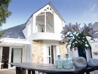 Lovely 3 bedroom Hermanus Cottage with Satellite Or Cable TV - Hermanus vacation rentals