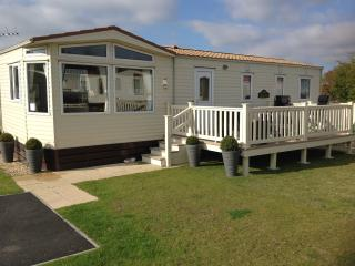 Static 8 berth Caravan at Tatteshall, Lincolnshire - Tattershall vacation rentals