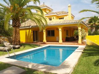 Villa with stunning garden in Nueva Andalucia - Marbella vacation rentals