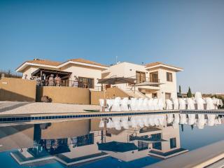 Luxury Villa, Infinity Pool, Panoramic Views - Kathikas vacation rentals