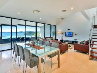 Comfortable 3 bedroom Apartment in Hamilton Island with A/C - Hamilton Island vacation rentals