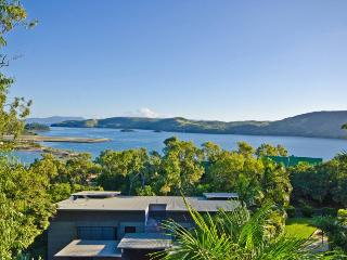 Bright 2 bedroom Hamilton Island Condo with A/C - Hamilton Island vacation rentals