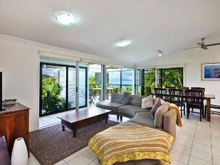 Lovely 3 bedroom Hamilton Island Apartment with A/C - Hamilton Island vacation rentals