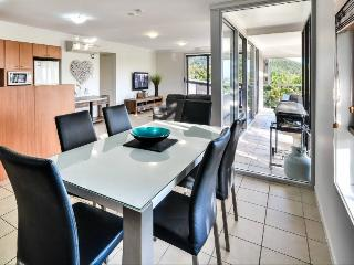 Oasis 6 - Queensland vacation rentals