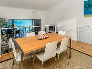 Nice House with A/C and Shared Outdoor Pool - Hamilton Island vacation rentals