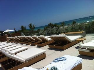 Nice Condo with Deck and Internet Access - Miami Beach vacation rentals