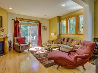 Beautiful and contemporary townhome in a quiet neighborhood w/ plenty of space! - Hood River vacation rentals