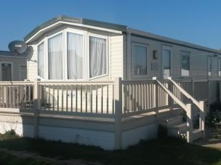 Convenient Caravan/mobile home with Internet Access and Central Heating - Felixstowe vacation rentals