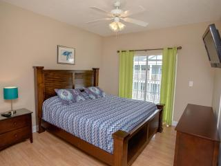 Myrtle Beach Villas Wonderful 6 Bedroom Unit with a Grill, Jacuzzi, and Pool - Myrtle Beach vacation rentals