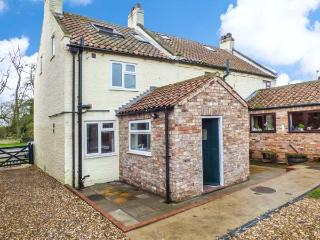 WESLEY COTTAGE, semi-detached, woodburning stove, parking, patio area, in Flaxton, Ref 922145 - Flaxton vacation rentals