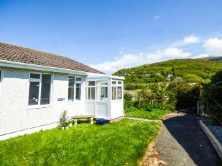 MERRIVALE, all ground floor, conservatory, off road parking, garden, in Fairbourne, Ref 922259 - Fairbourne vacation rentals