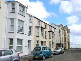 Y CASTELL APARTMENT 2, all first floor, en-suite bedroom, seaside one min walk, in Criccieth, Ref 926579 - Criccieth vacation rentals