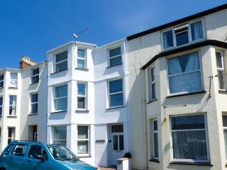 Y CASTELL APARTMENT 2, all first floor, en-suite bedroom, seaside one min walk, in Criccieth, Ref 926579 - Criccieth vacation rentals