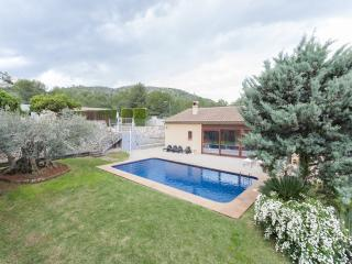 Lovely Villa with Internet Access and A/C - Llosa de Camacho vacation rentals