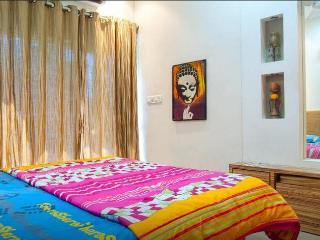 lavish apartment for family 1 bhk in lokhandwala - Mumbai (Bombay) vacation rentals