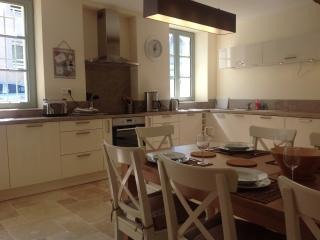 Carcassonne Cite Townhouse, Three Bedrooms, aircon - Carcassonne vacation rentals