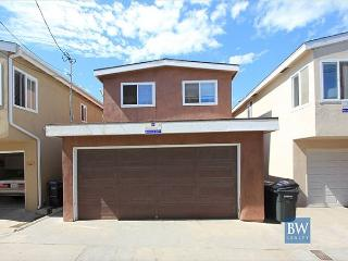 Walk to the Oceanfront from this Great Beach House near Newport Pier! (68214) - Newport Beach vacation rentals