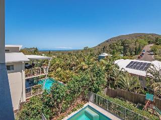 Ideal Coastal Retreat sleeps 10, linen, wifi, bfst - Coolum Beach vacation rentals
