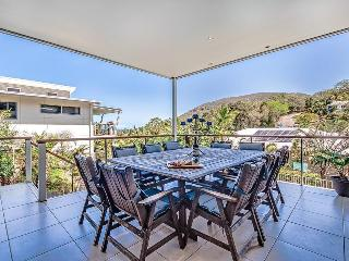 Ideal Coastal Retreat sleeps 10, linen, wifi, bfst - Coolum Beach vacation rentals