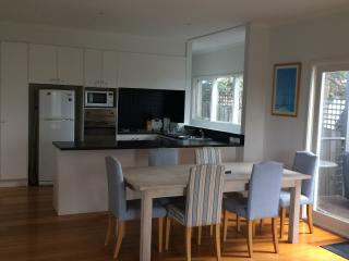 2 bedroom House with Parking in Barwon Heads - Barwon Heads vacation rentals