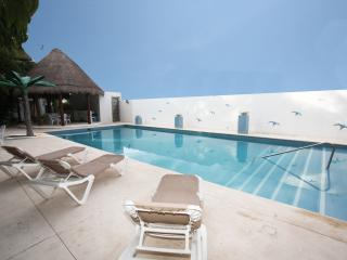 100 Yds from Beach and 5th Avenue - Alizes G32 - Playa del Carmen vacation rentals