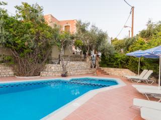 Villa Katerina, spacious with private pool, BBQ! - Asteri vacation rentals