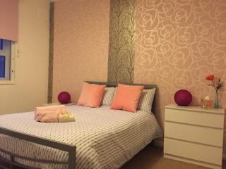 Romantic Room in Kensington Free WIFI - London vacation rentals