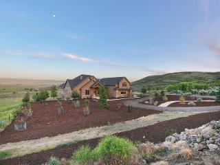 Lavish home for 16 w/game room, 2 garages & patios! - Kamas vacation rentals