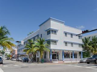 Nice Studio with Internet Access and A/C - Miami Beach vacation rentals