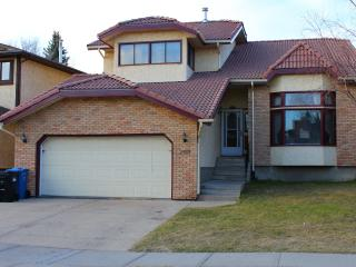 Amazing 6 bdrms Furnished House Edgemont NW - Calgary vacation rentals